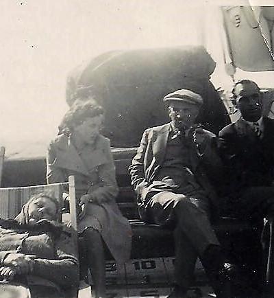 Josef Blum (Mitte) bei der Überfahrt nach Argentinien
