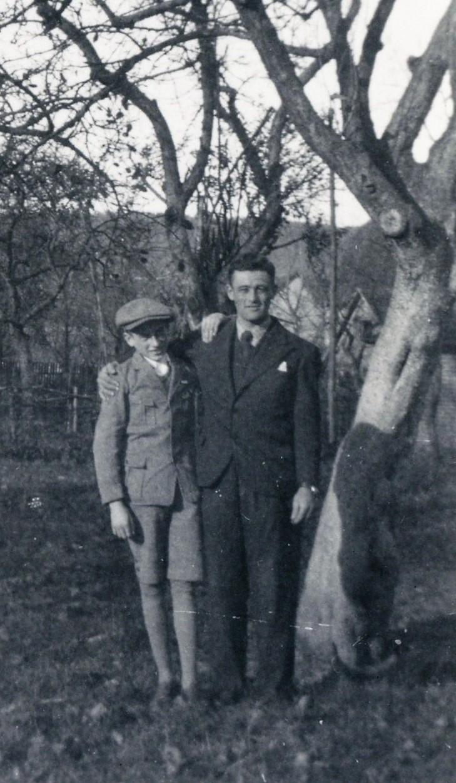 Julius Herrmann kurz vor seiner Emigrationim Winer 1937 mit Bruder Adolf.