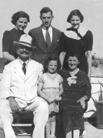 Von Freudental nach Jerusalem: Babette und Hermann Rotschild mit ihren Kindern Paula, Kurt, Liesel und Anni im Jahr 1936