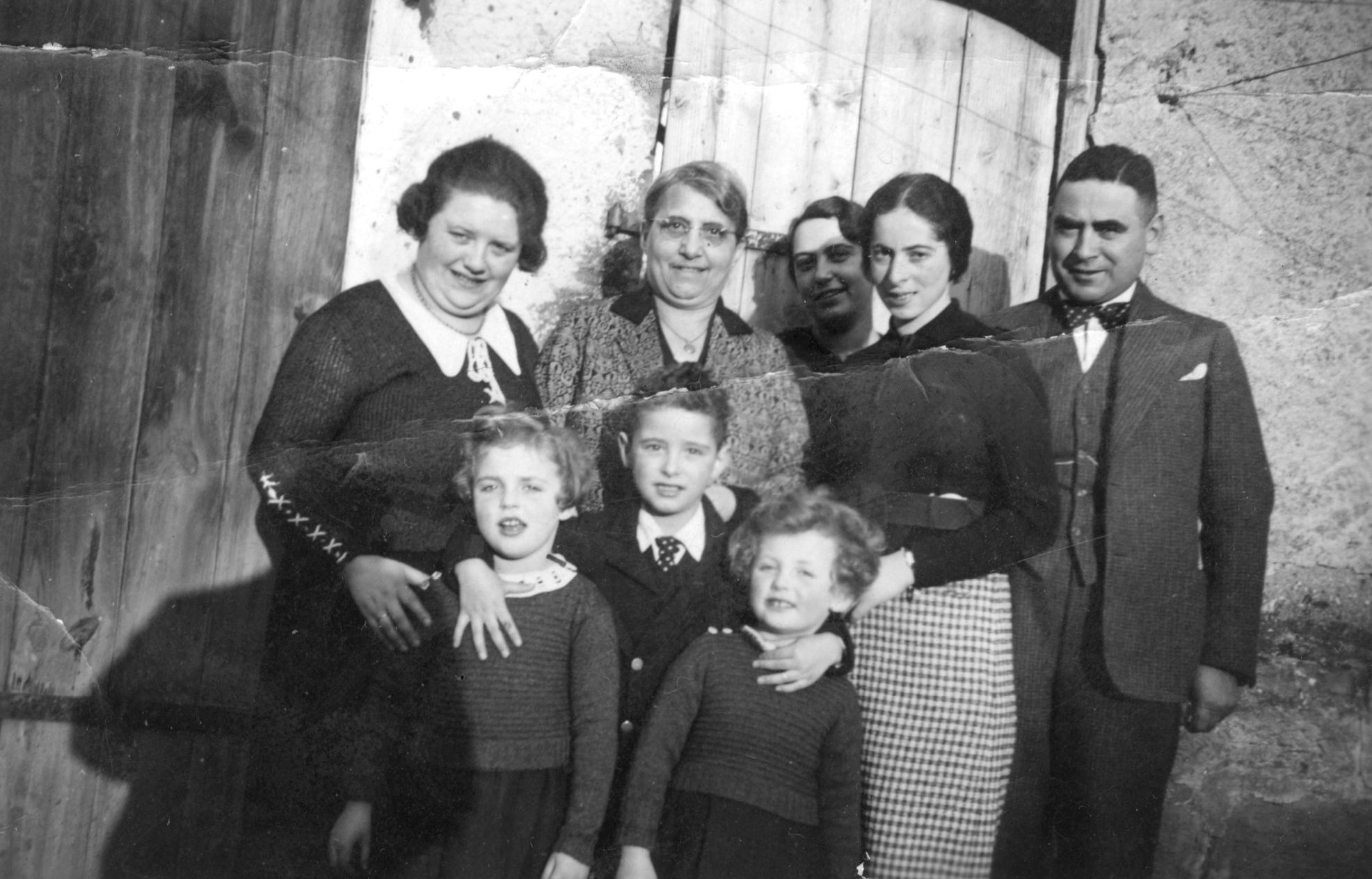 Besuch in Freudental: Ludwig Stein (rechts) mit Schwester Betti, Ehefrau Tilly, Schwiegermutter Caroline Aaron und Schwägerin Lilli. Vorn Sohn Gert mit seinen Cousinen Hanna und Beate.