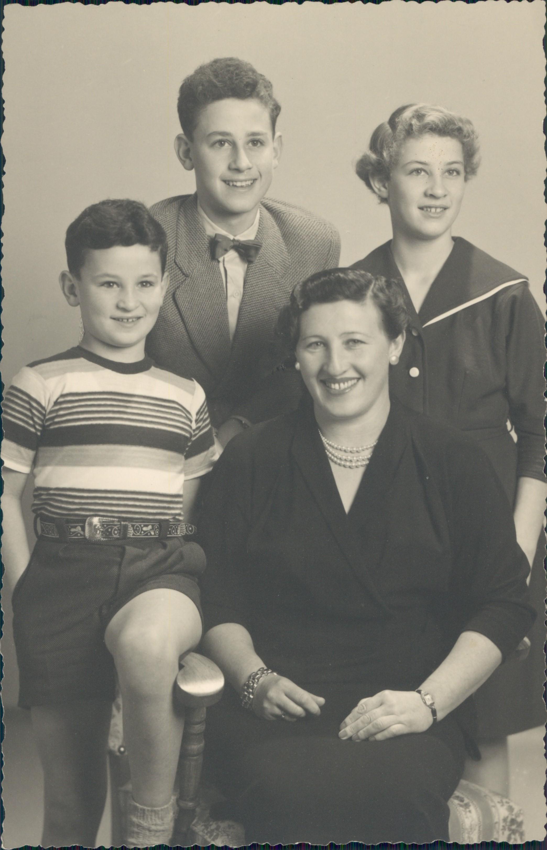 Lina Hopp mit Kindern