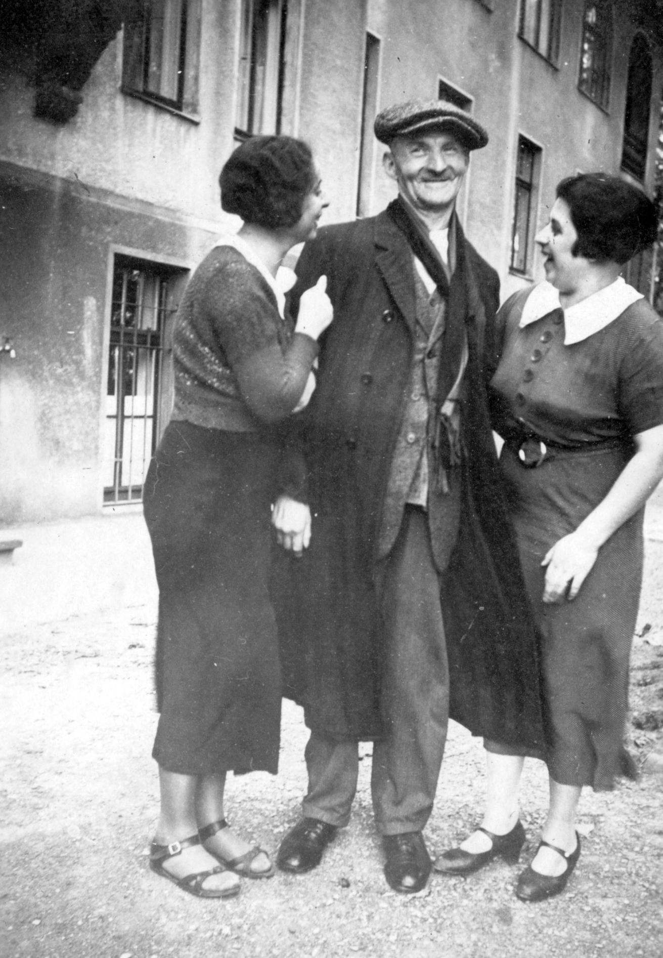 Sigmund Lasar mit Betti und Lilli (?) Stein.